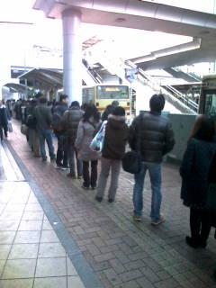茅ヶ崎北口バス停なう少し混雑